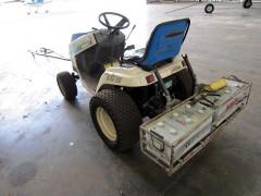 tracteur_hangartracteur_hangar_b.jpg